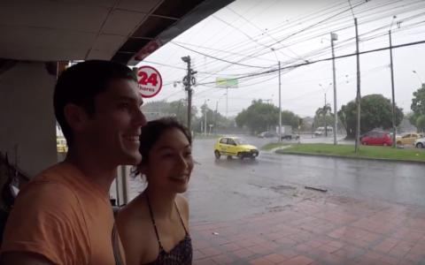 man, vrouw, selfie, regen