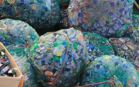 plastic afval, berg, zakken