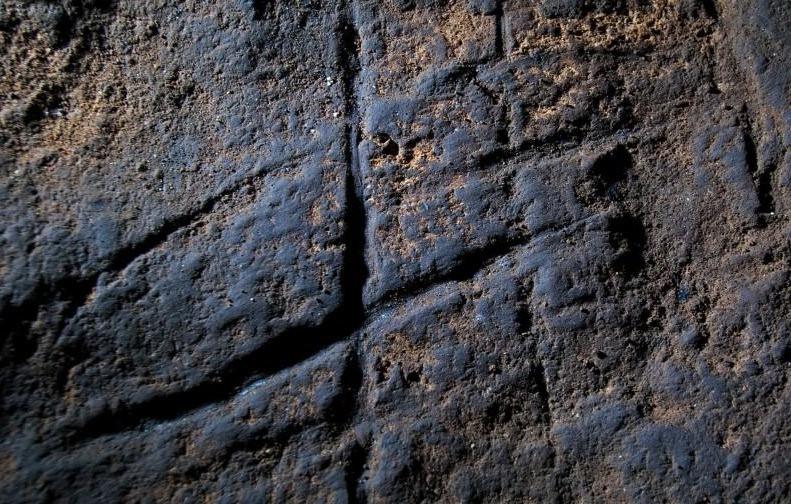 Neanderthaler 'hashtag' uit Gorham's Cave, Gibraltar.