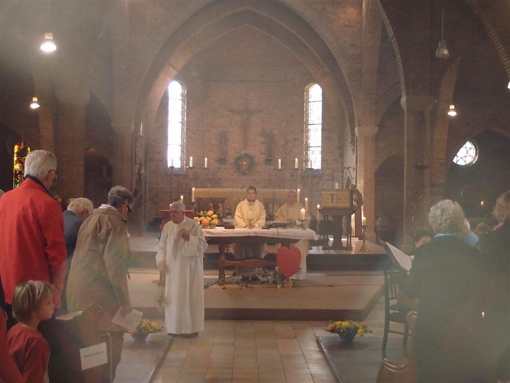 Heilige mis in de Jacobuskerk, voorbereiding op de eucharistie tijdens de afscheidsviering