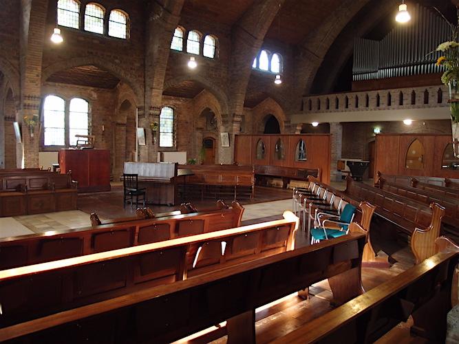 Een lege Jacobuskerk blijft na de kerksluiting achter