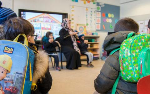 Leerlingen in een kringgesprek op een Islamitische basisschool