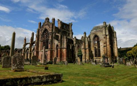 Ruïne van Melrose Abbey. Foto: Edwin Rijkaart via Wikipedia