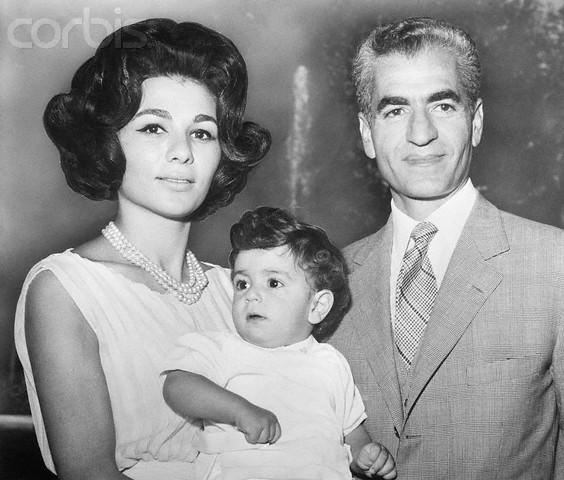 Farah Diba, de Sjah en kroonprins Reza