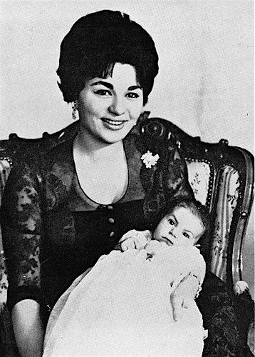 Farah Diba met kroonprins Reza