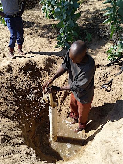 Boer Godfrey Mbetzi maakt een wellpoint